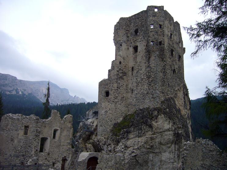 Livinallongo del Col di Lana Fodom (Bl), Castello di Andraz.
