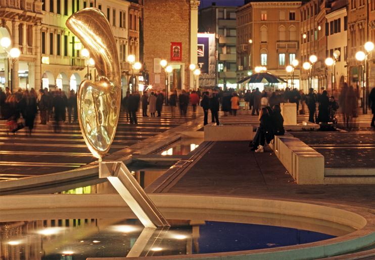 Venezia-Mestre, Piazza Ferretto all'imbrunire.