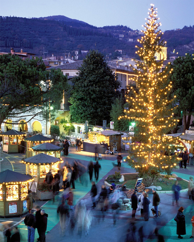 """Garda (Vr), """"Natale tra gli Olivi""""."""