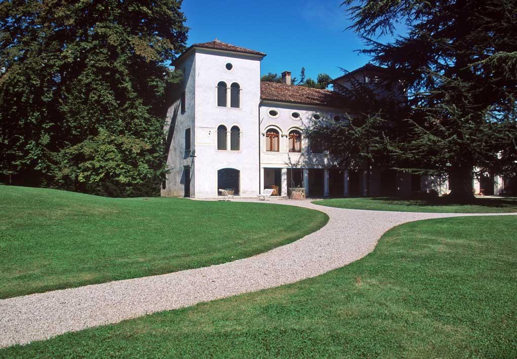 Santa Giustina (Bl), località Colvago, Villa Bonsembiante.