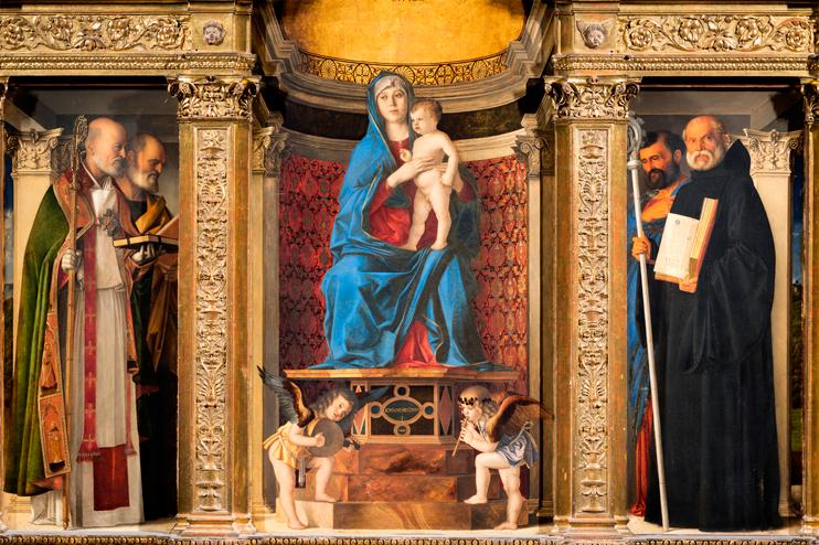 """Venezia, Cappella Pesaro della Sacrestia della Basilica di Santa Maria Gloriosa dei Frari, Polittico """"Madonna con Bambino e Santi"""" (1488) di Giovanni Bellini (Venezia, 1433 circa - Venezia, 26 novembre 1516)."""