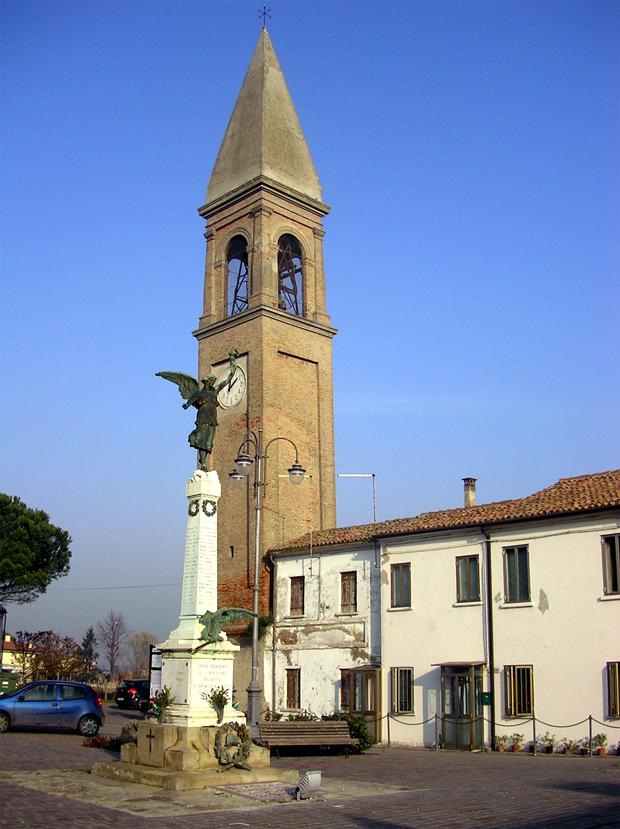 Corbola (Ro), Campanile della Chiesa di Santa Maria Maddalena e Monumento ai Caduti della Grande Guerra.