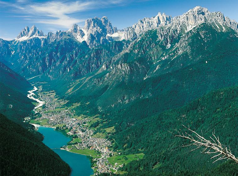 Auronzo di Cadore (Bl), Veduta della vallata e del lago.