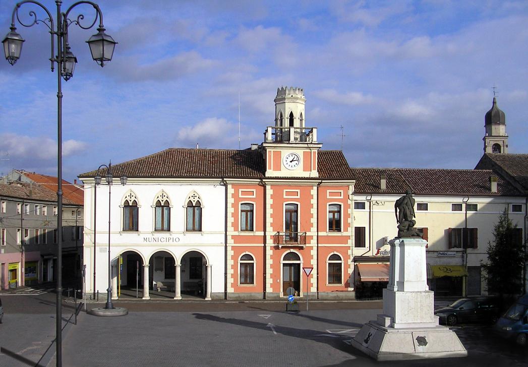 Ariano nel Polesine (RO), Piazza Garibaldi, Municipio.