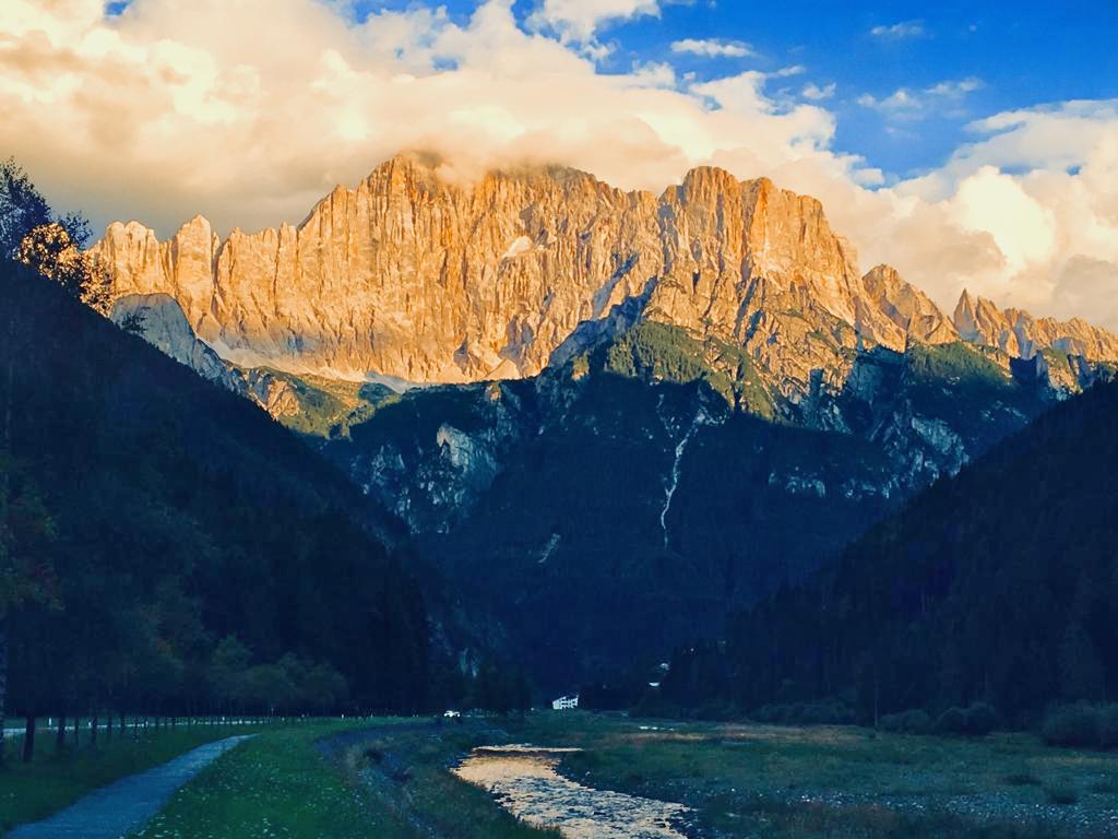 Caprile, frazione di Alleghe (Bl), Monte Civetta e torrente Cordevole.