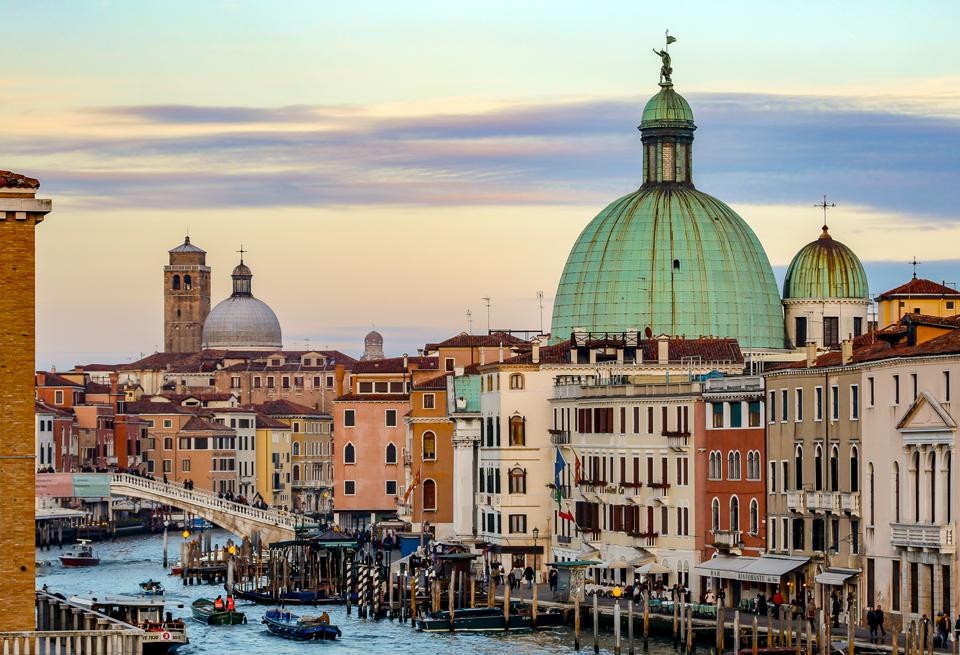 Venezia, Veduta dal Ponte della Costituzione.