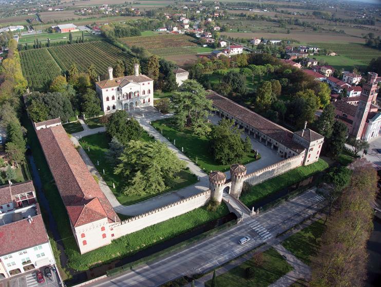 """Roncade (Tv), """"Villa Giustinian, Ciani Bassetti"""" detta """"Castello di Roncade""""."""