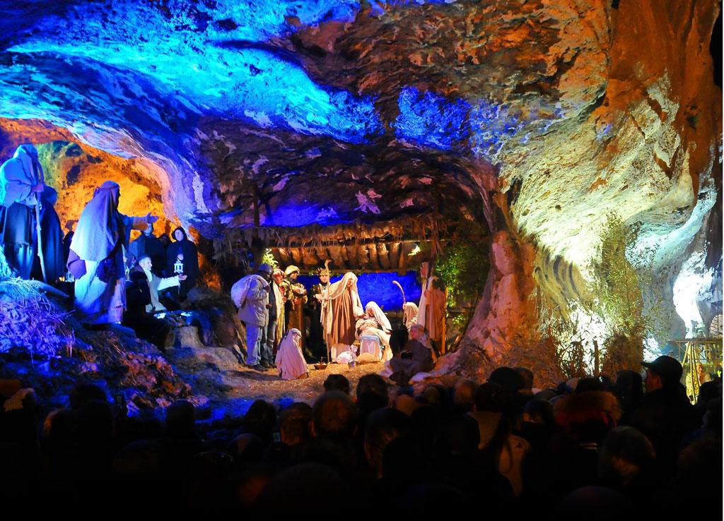 """Villaga, Antiche Grotte di San Donato (Vi), """"Presepio vivente""""."""