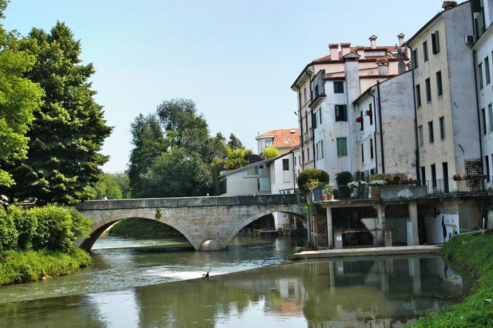 Vicenza (Vi), Ponte Pusterla sul fiume Bacchiglione.