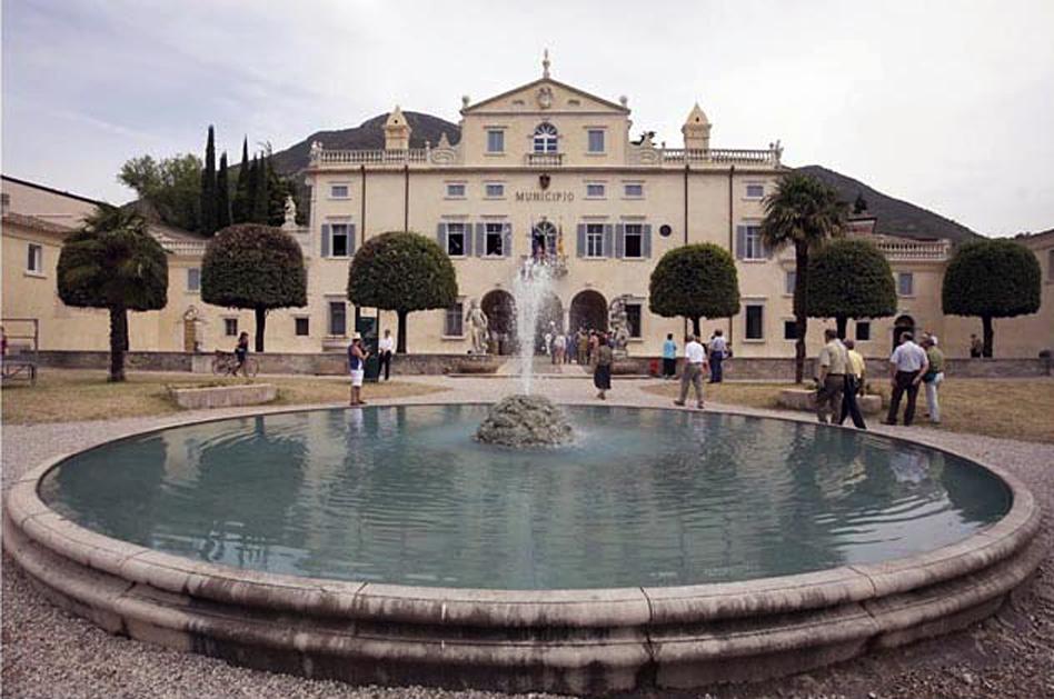 Caprino Veronese (Vr), Villa Carlotti sede del Municipio