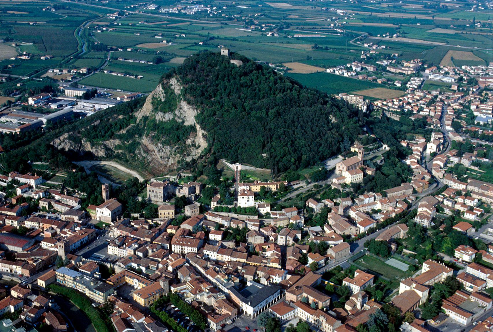 Monselice (Pd), Veduta aerea sul Colle della Rocca.
