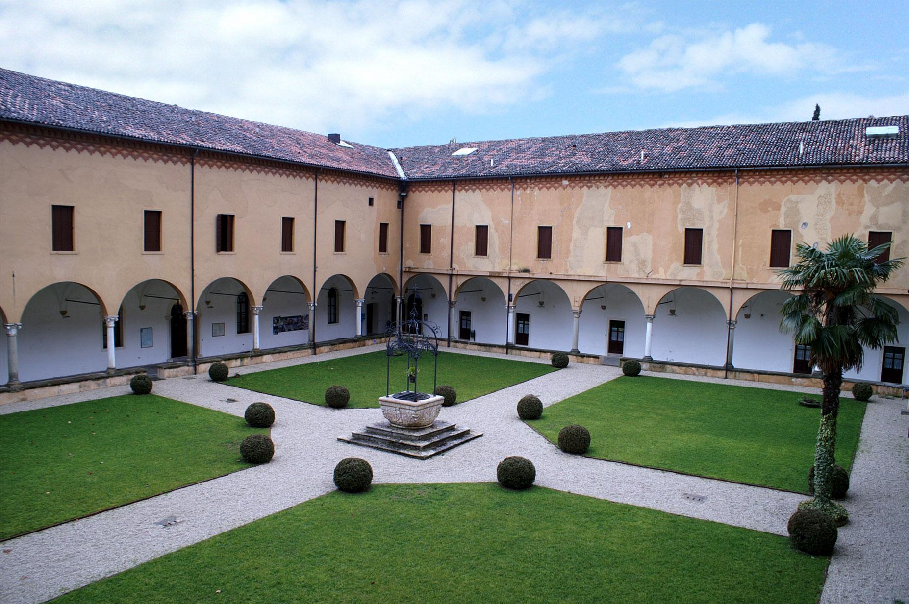 Abano Terme, località Monteortone (Pd), Chiostro dell'ex convento della Congregazione degli Agostiniani della Beata Vergine di Monteortone