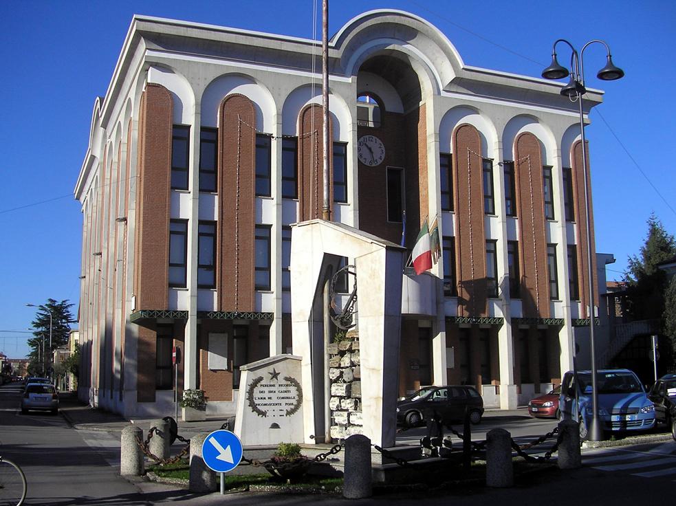 Taglio di Po (Ro), Piazza IV Novembre, Municipio.