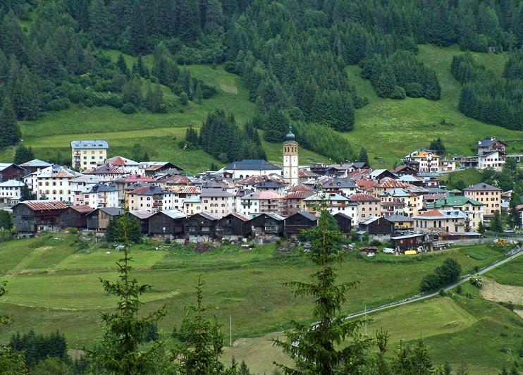 """Comelico Superiore (Bl), località Dosoledo """"I fienili""""."""